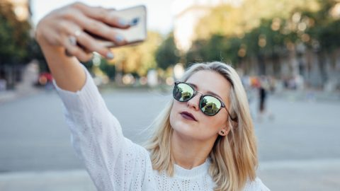 5 things to avoid when sharing that vacation selfie